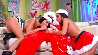 Плохой Санта жадно трахается с горячими снегурочками