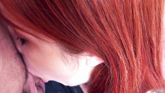 Рыжая милашка сделала глубокий отсос от первого лица
