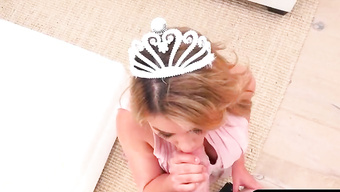 Латинская принцесса сосет хуй от 1-го лица