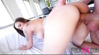Зрелая домохозяйка возбудила мужа на грязный секс