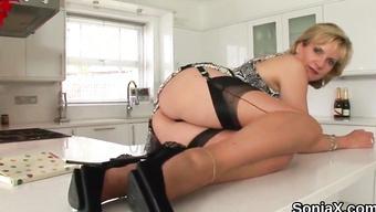 Несдержанный секс на кухне